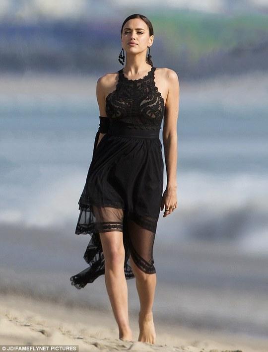 Irina Shayk khoe vẻ đẹp gợi cảm