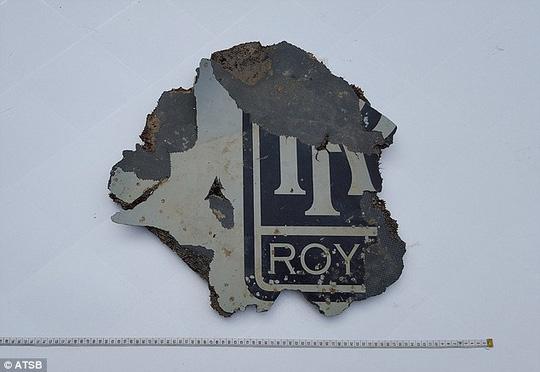 Mảnh vỡ có in logo Rolls Royce. Ảnh: ATSB
