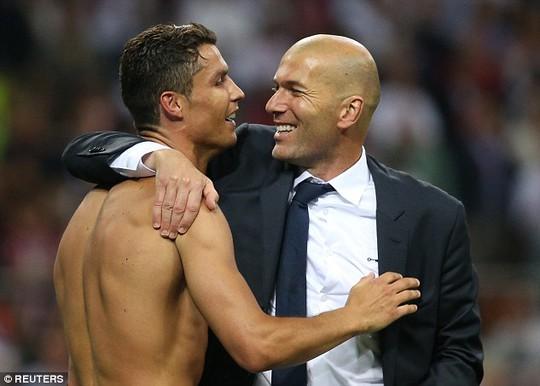 Ronaldo dành sự ngưỡng mộ cho HLV Zidane