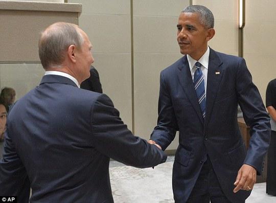 Tổng thống Nga Vladimir Putin và người đồng cấp Mỹ Barack Obama tại cuộc gặp bên lề G20. Ảnh: AP