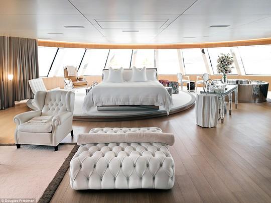 """Phu nhân của vị tỉ phú Nga từng khẳng định với tờ Harpers Bazaar: """"Du thuyền này là nơi hoàn hảo để tổ chức tiệc tùng, và vợ chồng chúng tôi luôn trông đợi những bữa tiệc tiếp theo"""""""