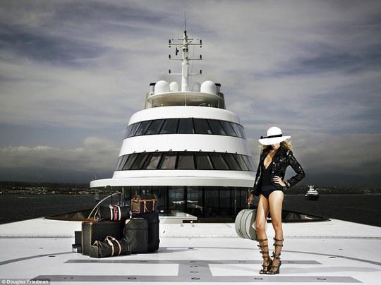 """""""Khớp"""" với nội thất khủng trên siêu du thuyền của tỷ phú Nga"""