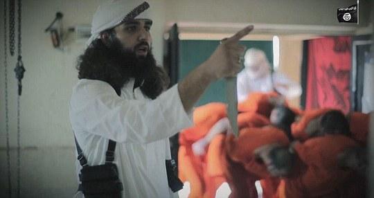Đao phủ cầm dao trong khi tù nhân bị trói. Ảnh: Daily Mail