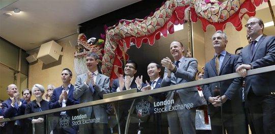 Đại diện Dragon Capital tại sự kiện niêm yết VEIL trên sàn giao dịch tại London.