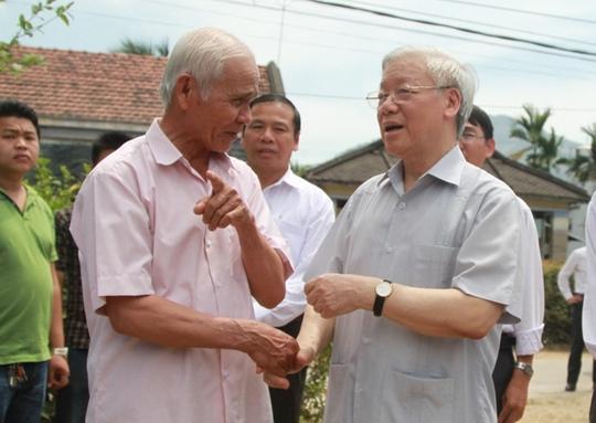 Tổng Bí thư đến thăm các hộ dân ở xã Diên Điền, huyện Diên Khánh, tỉnh Khánh Hòa (Ảnh: KNX)