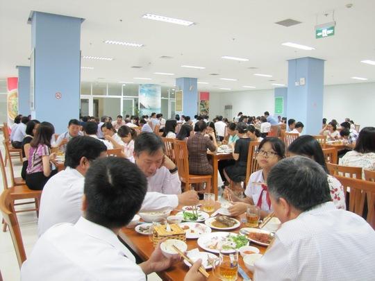 Cán bộ công chức Đà Nẵng dùng bữa trưa hải sản