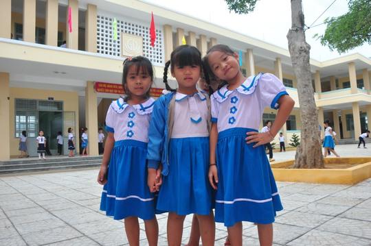 Niềm vui của các em học sinh được học ở ngôi trường mới