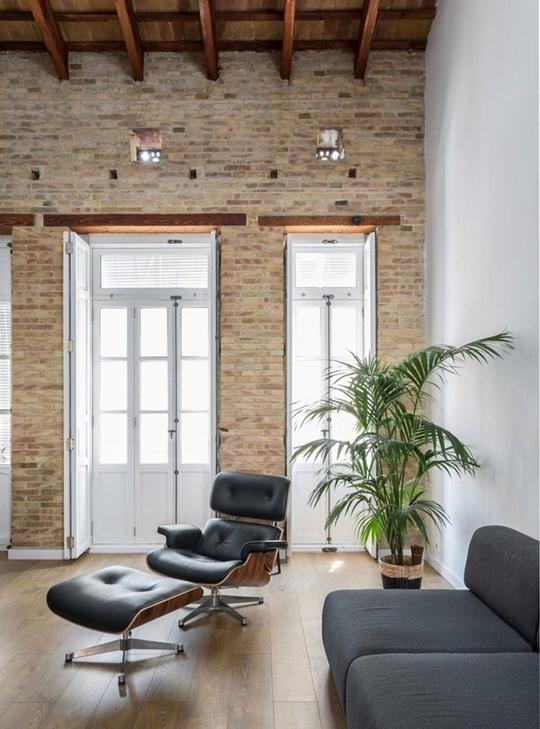 Màu ghi xám của nội thất vừa tăng thêm vẻ đẹp hiện đại, vừa giúp góc nhỏ đẹp ấn tượng và sang trọng