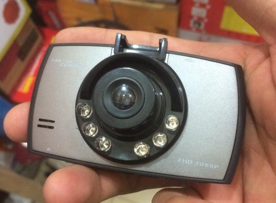 Chiếc camera này có giá bán 750 ngàn đồng, khách hàng chưa mặc cả. Ảnh: H.V