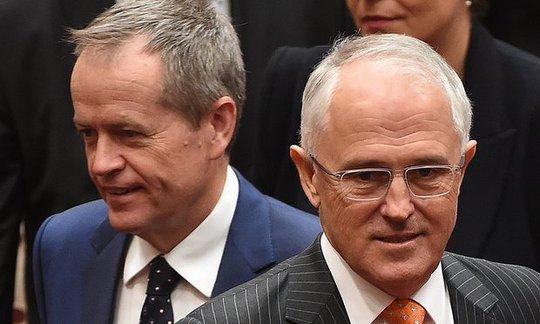 Ông Bill Shorten (trái) và Thủ tướng Turnbull. Ảnh: AAP