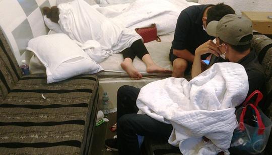 Cảnh sát bất ngờ đột kích vào nhiều khách sạn trên địa bàn quận 8, phát hiện nhiều cặp nam nữ có biểu hiện sử dụng ma túy