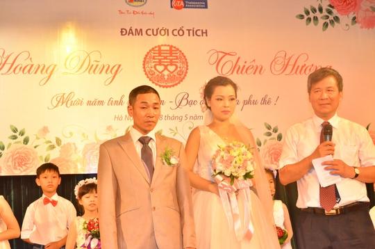Chủ hôn GS Nguyễn Anh Trí cùng cô dâu Thiên Hương và chú rể Hoàng Dũng