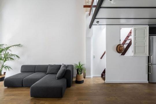 Sàn gỗ được thiết lập cho toàn bộ không gian sống để mang đến sự mát mẻ vào mùa hè và ấm áp vào mùa đông