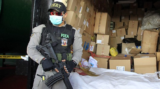 Sau 7 tuần phát động chiến dịch thanh trừng tội phạm ma tuý, số người thiệt mạng đã lên tới 1.900. Ảnh: Reuters