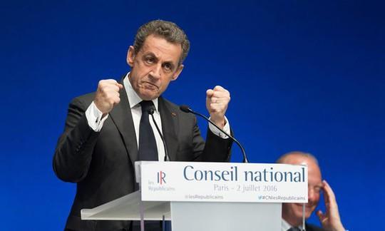 Ông Nicolas Sarkozy trong cuộc họp cuối cùng với tư cách chủ tịch đảng LR. Ảnh: REX