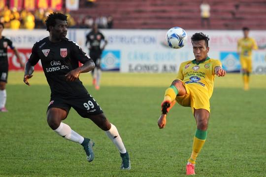 Sau bàn thắng của Tài Lộc, các cầu thủ Đồng Tháp đã tấn công quyết liệt và ghi được bàn gỡ do cầu thủ Simic ghi được. Tuy nhiên, hàng thủ của Đồng Tháp chơi không tốt tạo cơ hội cho Sunday ghi bàn giúp Long An có được chiến thắng