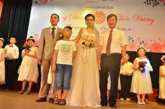 Cậu con trai đã 9 tuổi của hai vợ chồng anh chị Dũng - Hương