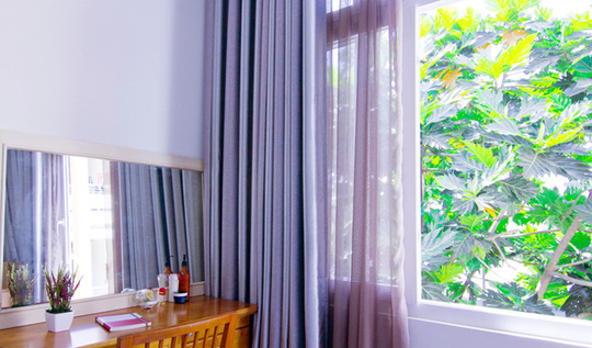 Những khoảng xanh tạo điểm nhấn dễ thương cho ngôi nhà 3 tầng.