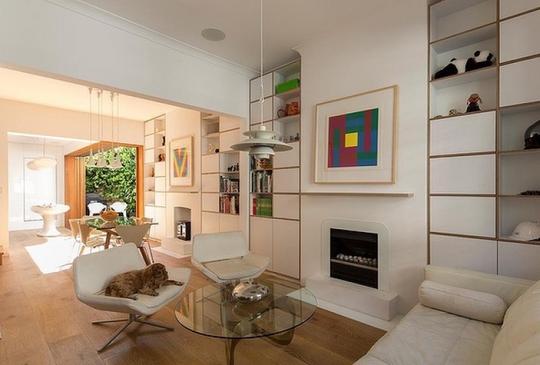 Với kiến trúc mở, ánh sáng trời được tận dụng triệt để mang lại cho căn nhà nhiều năng lượng và sức sống tươi mới.