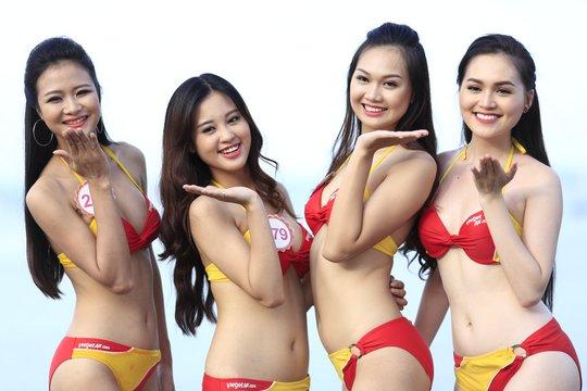 """Bikini Vietjet """"đốt nóng"""" Hoa hậu Việt Nam trước đêm chung kết"""