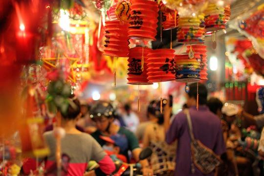 Những chiếc lồng đèn giấy tạo nên nét hoài cổ với người Sài Gòn