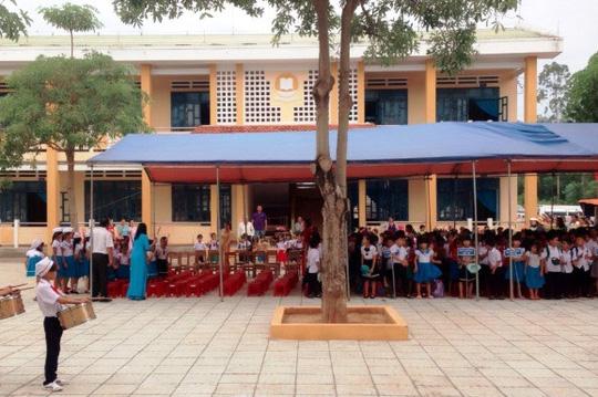 Lễ Khai giảng ở Trường do Quỹ Tấm lòng vàng Báo Người Lao Động tài trợ