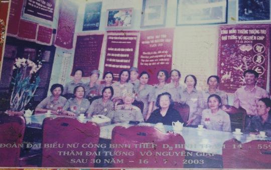 Trung đội nữ công binh thép gặp lại Đại tướng Võ Nguyên Giáp ở Hà Nội sau 30 năm