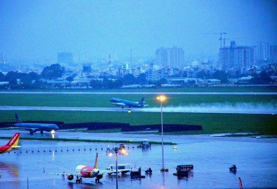 Sân bay Tân Sơn Nhất bị ngập trong trận mưa ngày 11-9