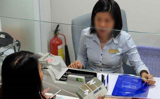 Khách hàng nên yêu cầu nhân viên ngân hàng tư vấn kỹ càng, cụ thể. ẢNH: DIỆP ĐỨC MINH