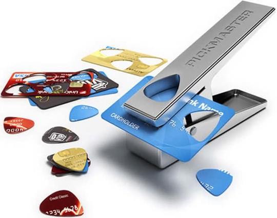 Dụng cụ làm miếng gảy đàn. Dụng cụ này có vẻ rất hợp với những ai đang dùng đàn Guitar nhỉ?