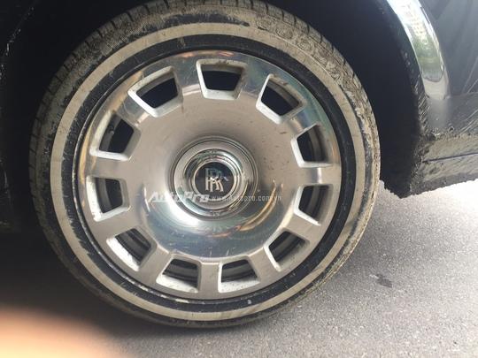 Xe được trang bị vành hợp kim thép được rèn thủ công kích thước 21 có giá khoảng 25.000 USD/chiếc.