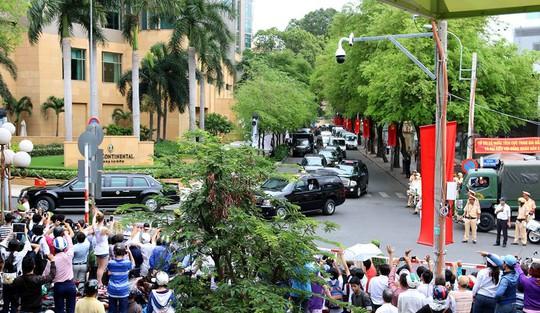 Xe quái thú chở ông Obama rời khách sạn InterContinental