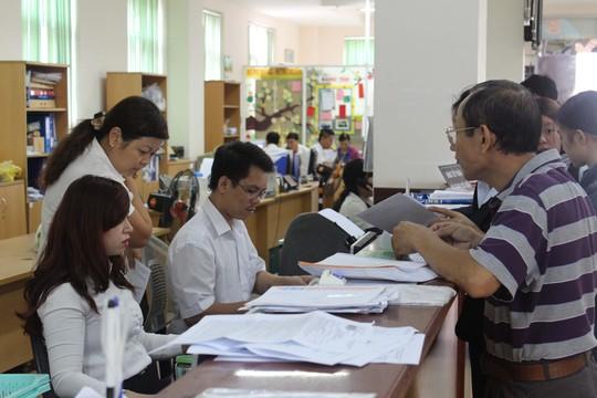Người lao động làm thủ tục tại Cơ quan BHXH TP HCM