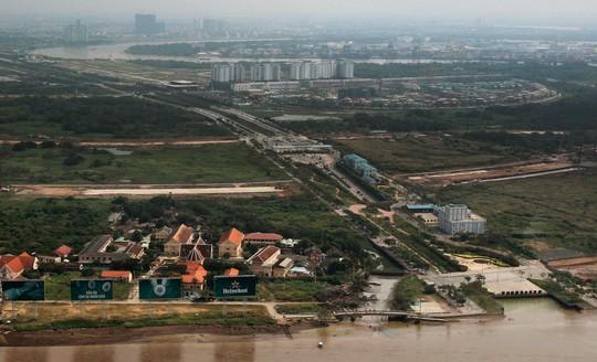 Khu đô thị mới Thủ Thiêm tọa lạc bên bờ Đông sông Sài Gòn đối diện quận 1, nên được nhiều người đặt tên là Phố Đông Sài Gòn
