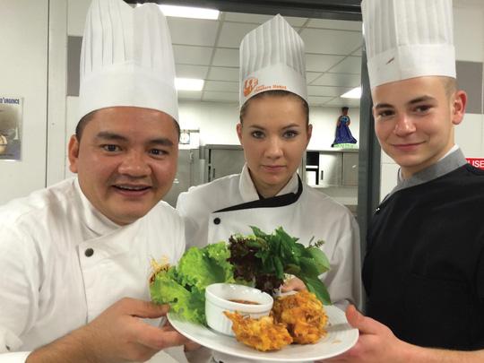 Đầu bếp Võ Quốc thường đi du lịch đến những vùng đất mới để tìm hiểu thêm về các món ăn các nước. (Ảnh do nhân vật cung cấp)