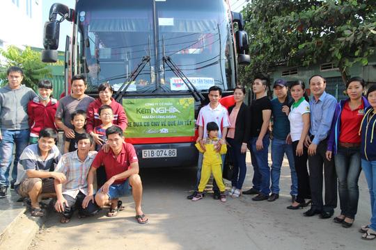 Tổ chức xe đưa công nhân về quê ăn Tết hằng năm được Công ty CP Kềm Nghĩa (quận Tân Bình, TP HCM) duy trì đều đặnẢnh: HỒNG ĐÀO