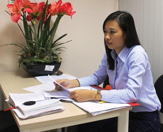 Chị Nguyễn Thị Hoa trình bày bức xúc về việc Công ty Thế Hưng không thực hiện lời hứa