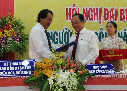 Tổng Giám đốc và Chủ tịch Công đoàn Công ty CP Phân bón Bình Điền ký kết thỏa ước lao động tập thể