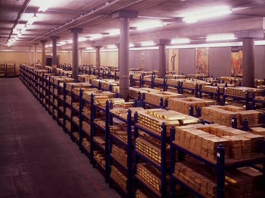 Vàng không những là một hình thức tiền tệ mà còn là biểu tượng của sự ổn định và giá trị.