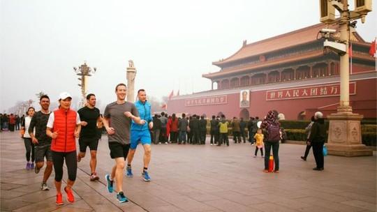 Dù có nhiều cố gắng, Facebook vẫn còn lộ trình dài để thâm nhập Trung Quốc. Ảnh: BBC.