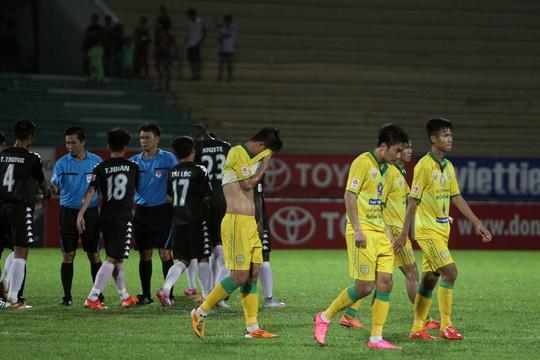 Chung cuộc Long An đã vượt qua Đồng Tháp với tỉ số 2-1. Thua trận này đội khách tiếp tục chôn chân dưới bảng xếp hạng với vỏn vẹn 3 điểm