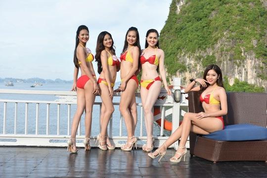 Di sản thiên nhiên thế giới Vịnh Hạ Long như sáng bừng bởi vẻ đẹp nóng bỏng của các thí sinh trong trang phục Bikini Vietjet. Đây được xem là một trong những hoạt động đáng chú ý nhất tại cuộc thi năm nay