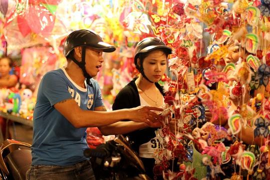Lồng đèn giấy dường như chỉ còn xuất hiện ở phố lồng đèn Lương Nhữ Ngọc