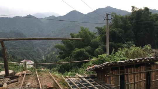 Xe cộ muốn đến làng Laoya rất khó khăn. Ảnh: BBC
