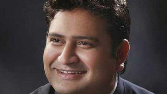 Ông Sandeep Kumar bị sa thải vì bế bối clip sex. Ảnh: BBC