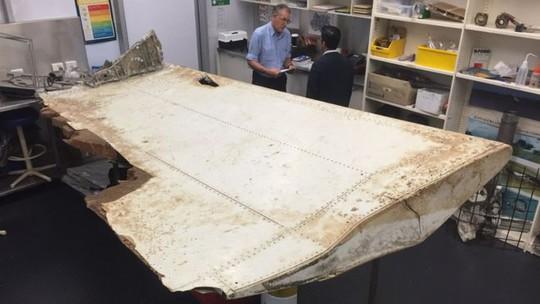 Mảnh vỡ tìm thấy ở Tanzania được xác nhận thuộc về chiếc MH370. Ảnh: Australian Transport Safety Bureau