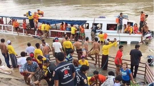 Hoạt động cứu hộ đang tiếp tục diễn ra. Ảnh: Bangkok Post