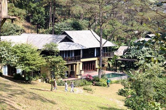 Các căn biệt thự nằm trên sườn núi Vườn Quốc gia Ba Vì