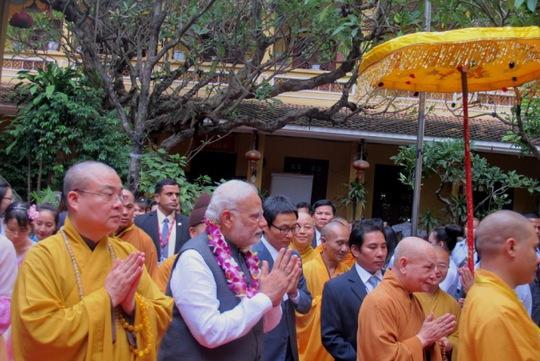 Thủ tướng Modi dành hơn 1 tiếng thăm chùa Quán Sứ