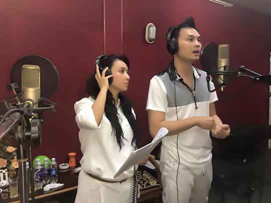 NSƯT Kim Tiểu Long và ca sĩ Y Phụng thu âm vở Mùa thu lá bay